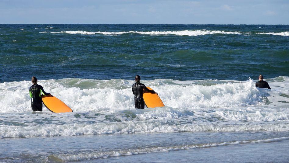 Mal eben zum Surfen nach Sylt? Einer Familie aus einem Corona-Hotspot haben Richter die Einreise und Beherbergung verwehrt. Sie lehnten einen Eilantrag ab