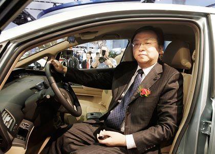 Klassenerster: BYD-Chef Wang Chuanfu kommt Rivalen gern zuvor, hier im E6, einem reinen Elektroauto