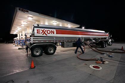 Kostbare Lieferung: Exxon Mobil verdient mit dem Verkauf von Benzin viel Geld