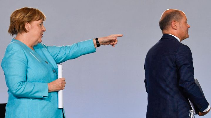 Richtungsweisend: Kanzlerin Angela Merkel und Finanzminister Olaf Scholz am späten Mittwochabend in Berlin