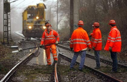 """Gleisarbeiten: Laut """"Handelsblatt"""" dürften Sanierungsarbeiten am Netz bald für erheblichen Störungen sorgen"""