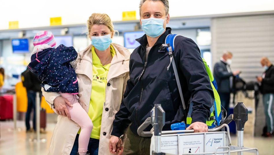 Destination Palma: Fluggäste der Tui am Sonntag auf dem Flughafen Hannover-Langenhagen