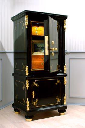 Historische Tresore, ab 45.000 Euro, www.antique-safes.com