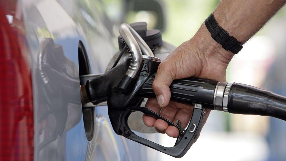Teure Tropfen: Der Ölpreis klettert weiter - und diesmal schützt die deutschen Verbraucher kein fester Euro