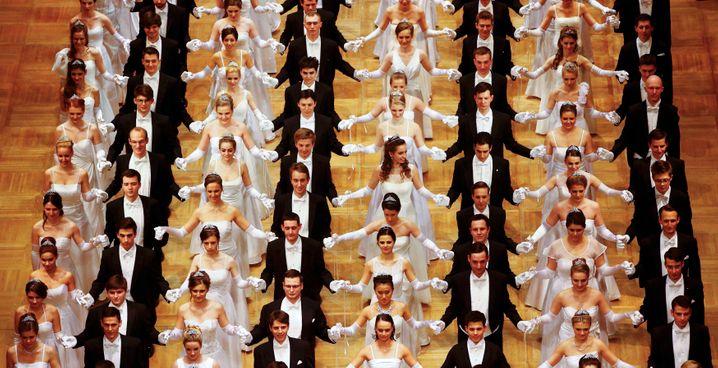 Inszenierung des Überflusses: Feierliche Eröffnung des Wiener Opernballs