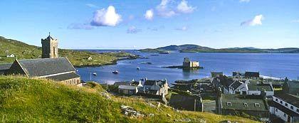 Der Hafen von Castlebay: Hier laufen auch die Fähren an, die Barra mit dem Rest Schottlands verbinden