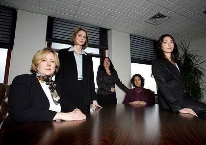 Front gegen Dresdner Kleinwort Wasserstein: Insgesamt klagen sechs Frauen gegen die Investmentbank wegen angeblicher Diskriminierung