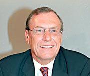 7.000.000 Mark verdient Jürgen Schrempp als Vorstandschef von DaimlerChrysler (geschätztes Jahreseinkommen 1999 ohne Aktienoptionen).