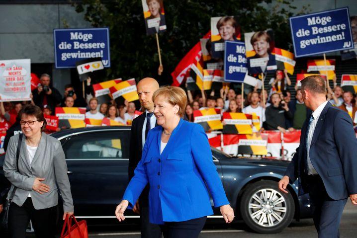 Angela Merkel auf dem Weg zum TV-Duell.