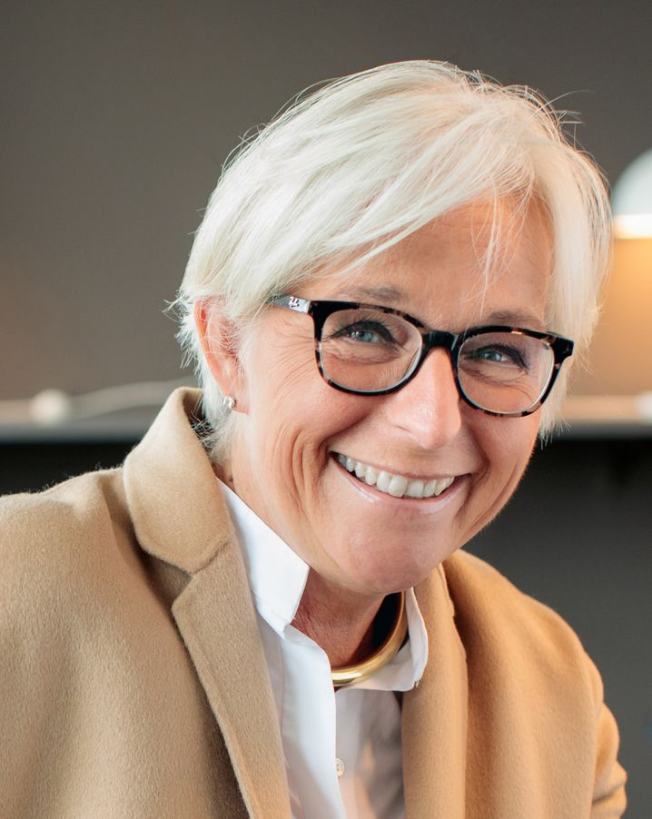 Brigitte Lammers ist Partnerin bei Egon Zehnder und eine der prägenden Persönlichkeiten der internationalen Personalberatung. Sie ist spezialisiert auf Medien, Telekommunikation sowie Familienunternehmen und treibt auf globaler Ebene die Diversity-Aktivitäten voran.
