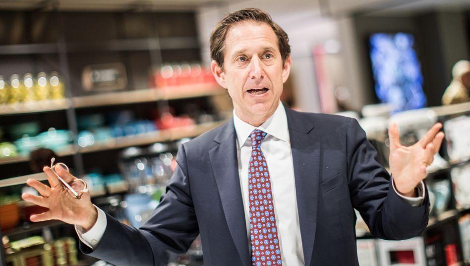 Richard Baker: Der Chairman des früheren Kaufhof-Eigners HBC will den kanadischen Handelskonzern von der Börse nehmen - doch die Privataktionäre wollen sich nicht so einfach ausbremsen lassen