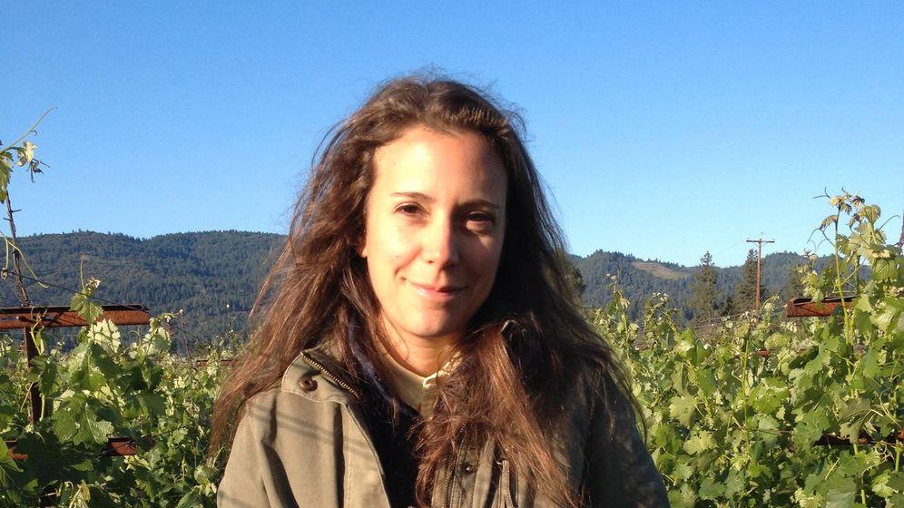 Bei Weißwein gilt: Weniger Säure, mehr Aroma – wie beim Sauvignon Blanc von Hélène Mingot. Das kalifornische Weingut Eisele Vineyard gehört Gucci-Boss Pinault, der Vogel gleich wieder den Lüften.