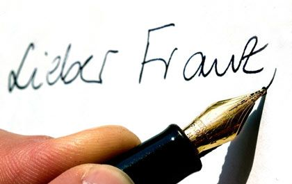 Und jetzt noch ein Schönschreibkurs: Wirklich edel wird der Stift erst in der Hand des kundigen Nutzers