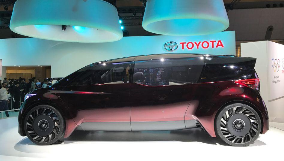 Fine-Comfort Ride Studie: So stellt sich Toyota das Reisen in Limousinen im nächsten Jahrtausend vor, mit Brennstoffzellen.