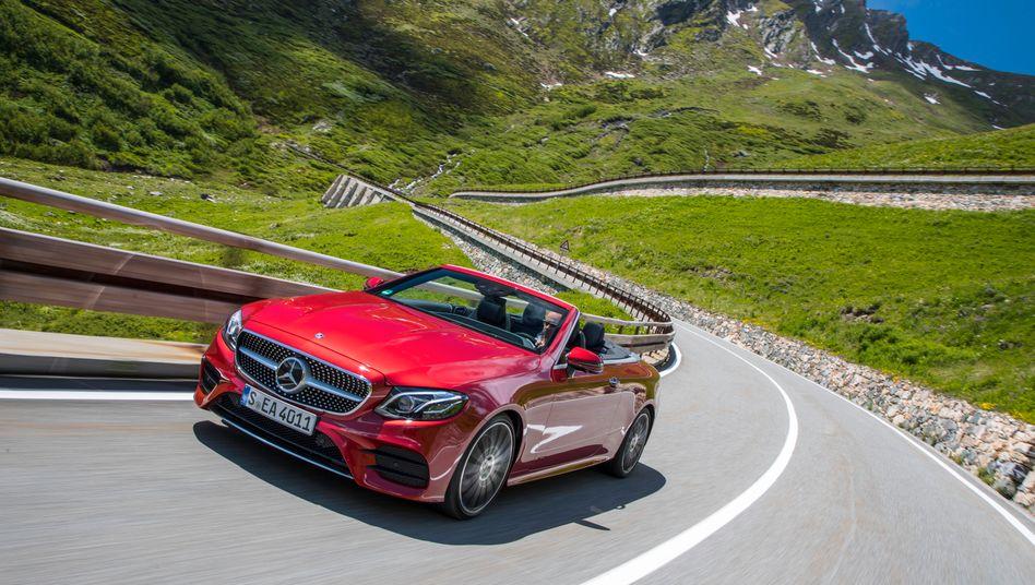 Kabelprobleme auch bei der Mercedes E_Klasse: Schlimmstenfalls könnte der Fahrerairbag im Falle einer elektrostatischen Entladung auslösen