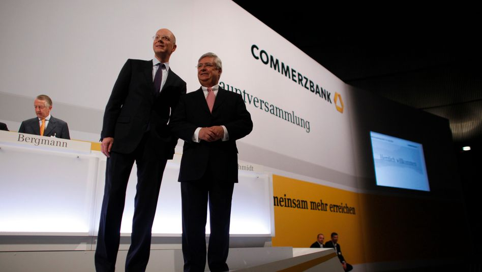 Commerzbank: Wie geht es weiter mit dem Institut? Bankchef Martin Blessing, links, daneben Klaus-Peter Müller, Aufsichtsratschef