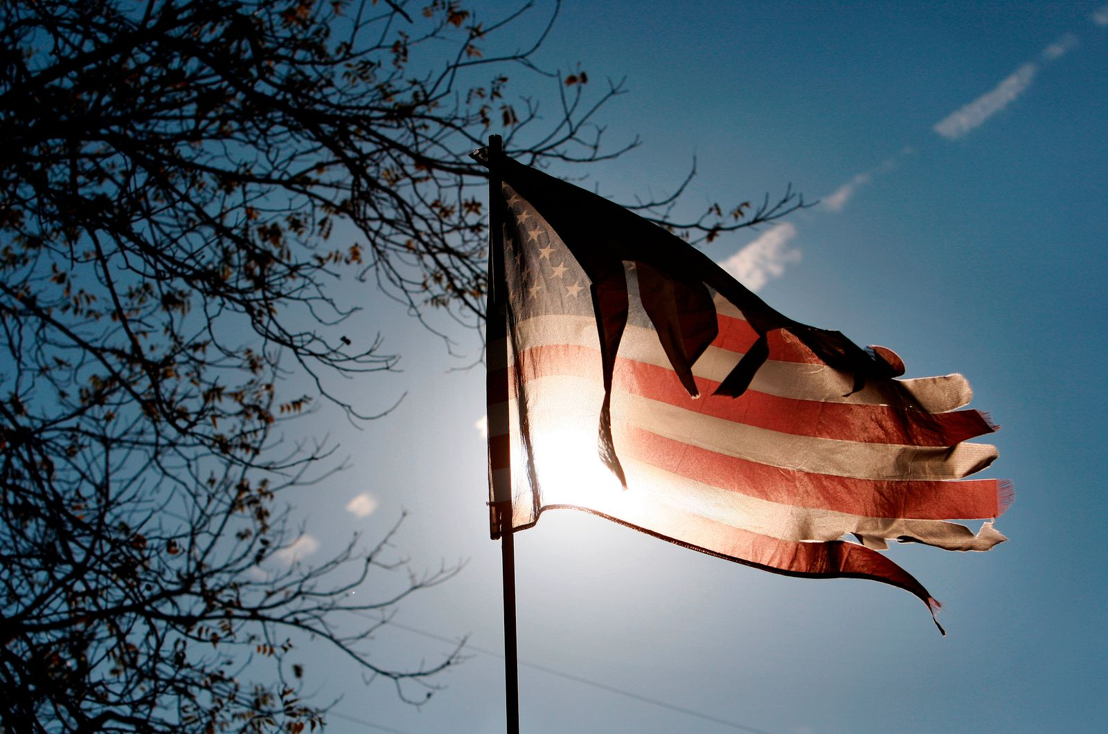 USA / Fahne / zerrissen / Armut / Konjunktur