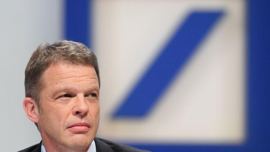 Deutsche-Bank-Chef Christian Sewing: Die Investmentbank-Sparte, von der sich der Konzern eigentlich unabhängiger machen will, soll jetzt mehr Erträge abliefern