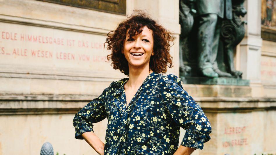 Powerfrau:Emmanuelle Charpentierbringt eine weltoffene Stimmung und eine neue Dynamik in die traditionsreichen Gebäude und Labors auf dem Campus der Berliner Charité