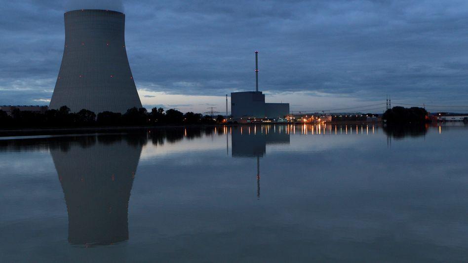 Es wird noch nicht Nacht: Kernkraftwerke in Deutschland dürfen länger laufen; die Stadtwerke sehen sich im Nachteil