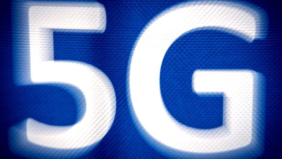 Der neue schnelle Mobilfunkstandard 5G ist in Deutschland im Gegensatz zu einzelnen anderen Ländern noch Zukunftsmusik. Doch für viele Anwendungen - etwa das autonome Fahren - ist der Standard unverzichtbar.