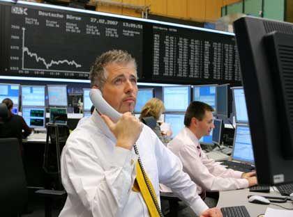 Kritischer Blick: Börsianer in Frankfurt trauen den jüngsten Kursgewinnen nicht