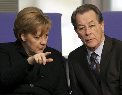 """Merkel, Vizekanzler Müntefering: """"Die 25 Milliarden stehen"""""""