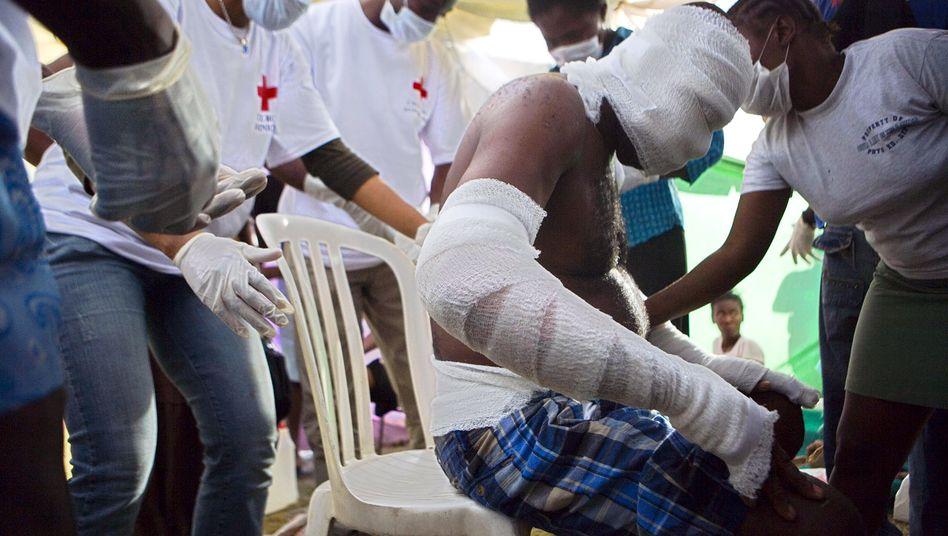 Erdbeben-Opfer in Haiti: Noch heute, gut ein Jahr nach der Katastrophe, leiden zehntausende unter den Folgen des Bebens, weil die Infrastruktur im westlichen Teil der Insel nahezu komplett zerstört wurde