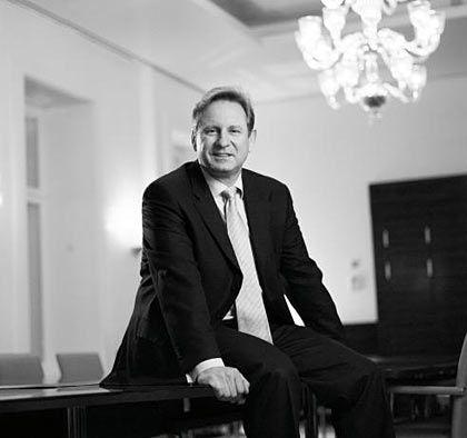 """Konzernrenovierer: Vorstandschef Ostrowski in der Berliner Bertelsmann-Botschaft """"Unter den Linden"""""""