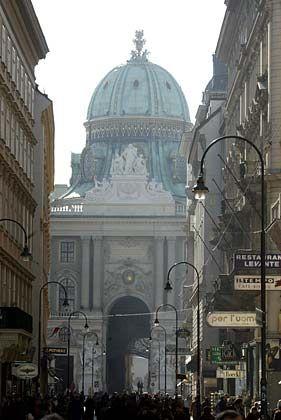 Österreich, wie es viele kennen: Der Eingang zur Wiener Hofburg