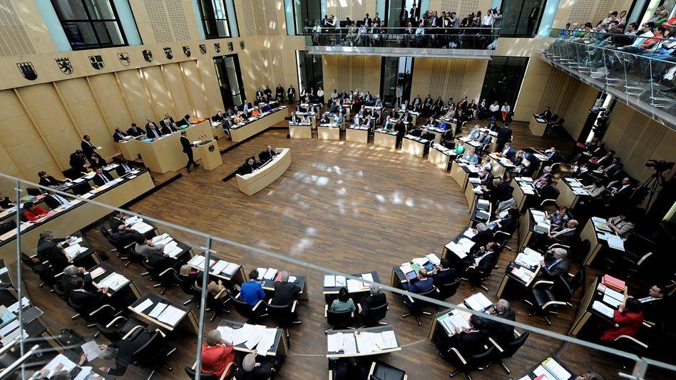 Bundesrat: Nach dem Bundestag verabschiedete am Freitag auch die Länderkammer ein Gesetz, das Steuerschlupflöcher schließen soll