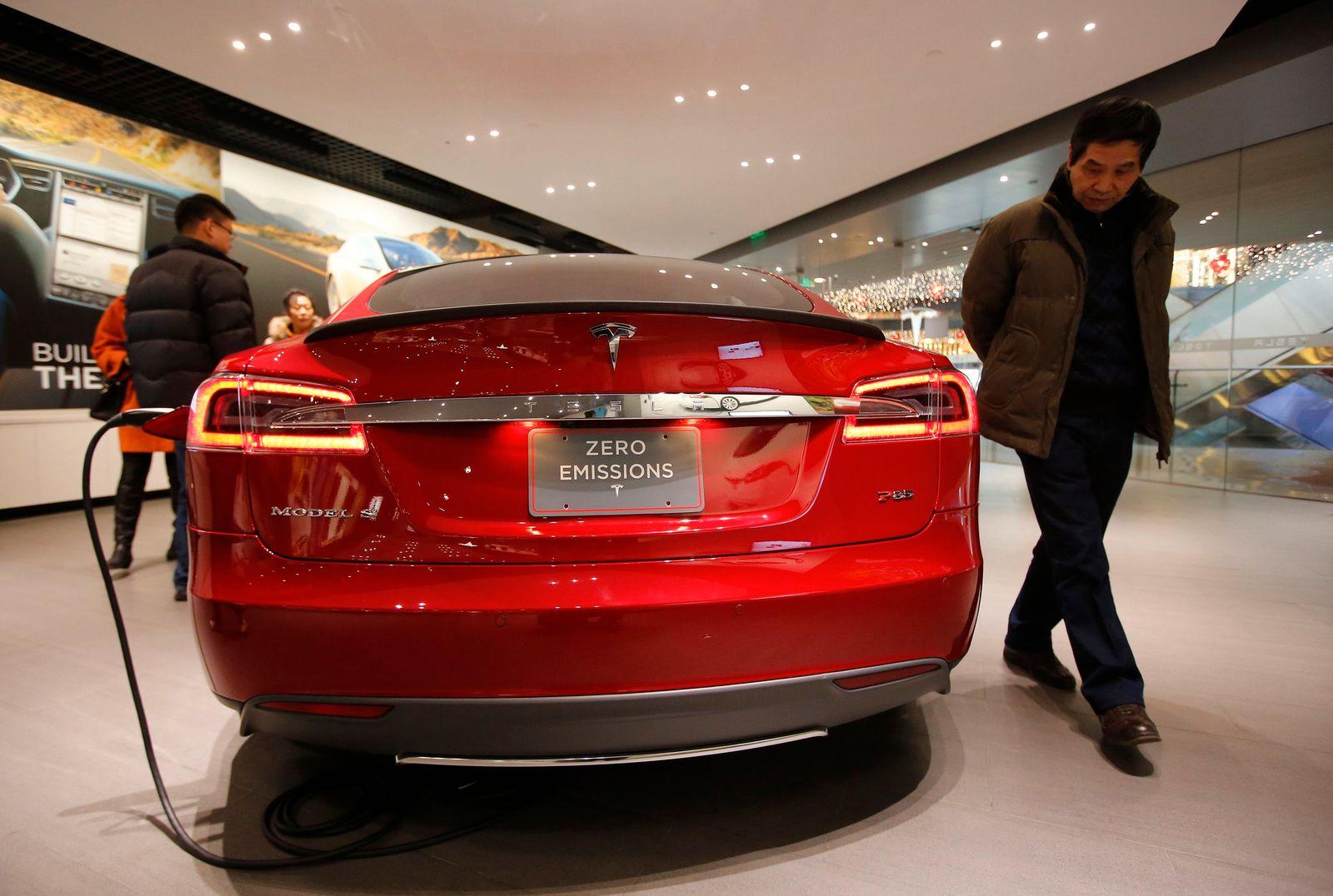CHINA-TESLA/Autohändler/Elektroautos