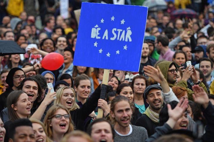 Junge Briten fühlen sich durch das Brexit-Votum überrumpelt. Sie lieben die Reisefreiheit und andere Vorteile der Europäischen Union. Nicht nur als Student in Deutschland fürchten sie um ihren Status