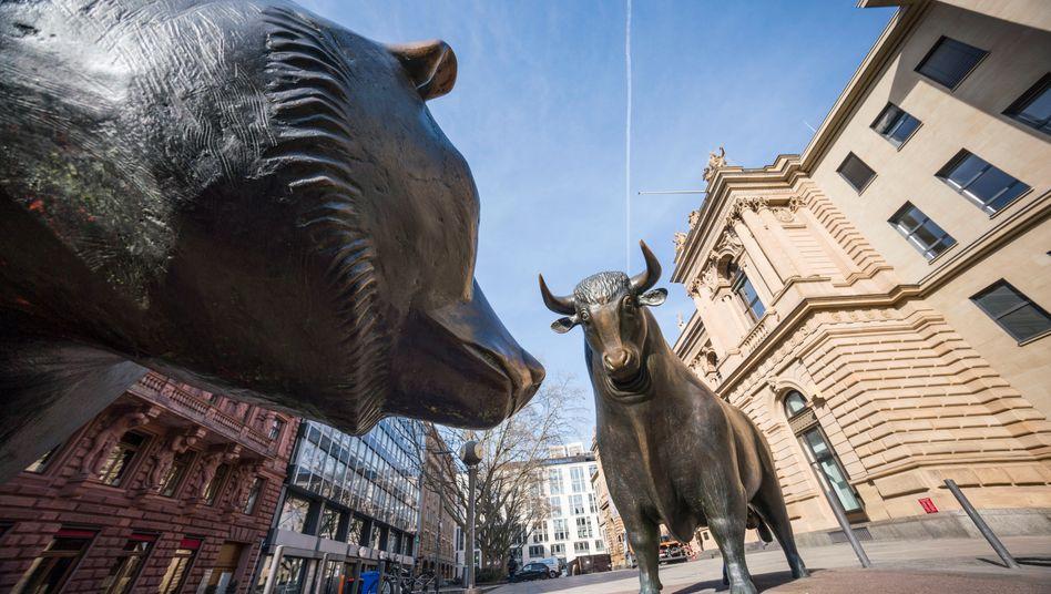 Bulle und Bär vor der Deutschen Börse in Frankfurt am Main