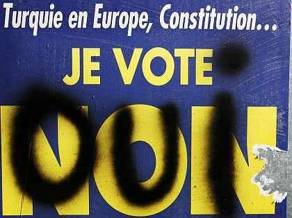 Ja oder Nein? Anti-EU-Plaket der rechtsextremen Front Nationale Frankreichs