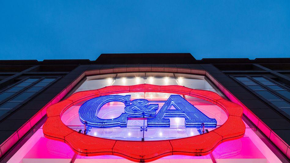 C&A-Filiale in Düsseldorf: Der Modekonzern muss nach der vergeblichen Käufersuche nun das Geschäft in Deutschland sanieren