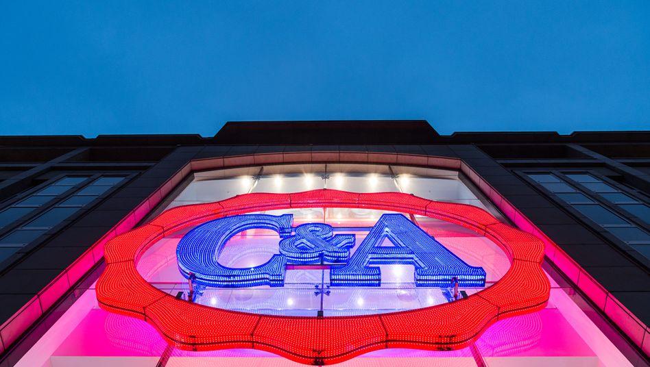 C&A-Logo in Düsseldorf: Der Vorstandsumbau bei der Modekette geht weiter
