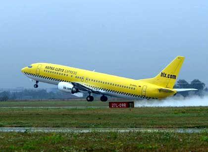 Luftkampf: Mit der Gründung von Hapag Lloyd Express stieg Tui in den Markt der Billigflieger ein