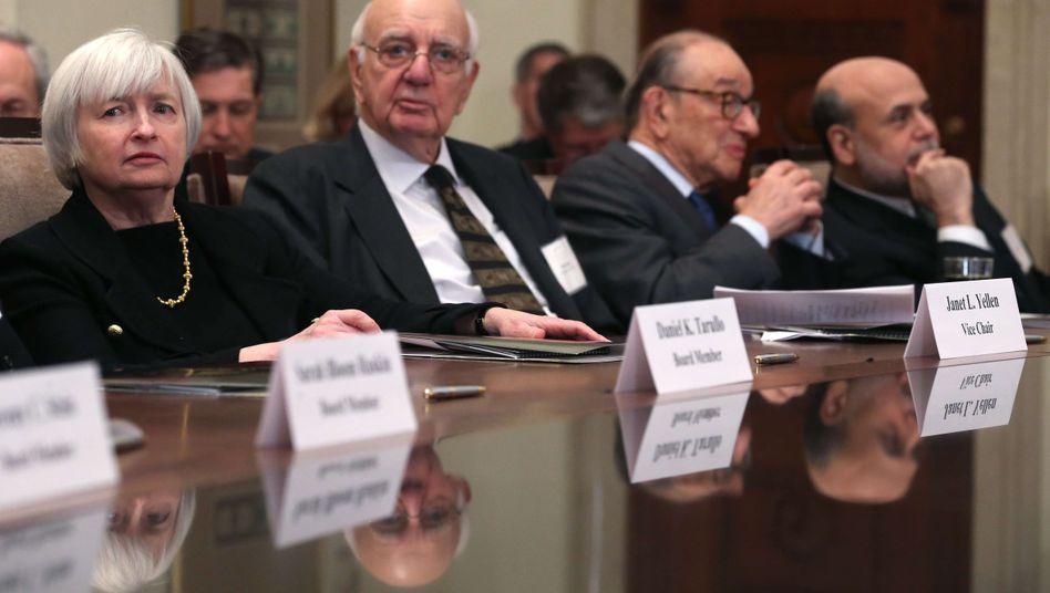 """Janet Yellen, Paul Volker,Alan Greenspan und Ben Bernanke: Die ehemaligen Fed-Chefs betonen die Unabhängigkeit der US-Notenbank und verwahren sich gegen """"politischen Druck"""""""
