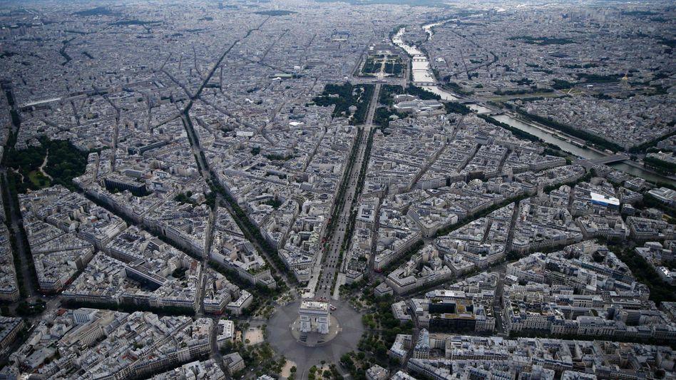 Luftbild vom Pariser Arc de Triomphe: Die Stadt leidet unter hoher Stickoxid-Belastung