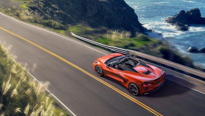 Die neue Corvette kommt als Cabrio erstmals nicht mit Stoffverdeck. Das neue Hardtop soll in 16 Sekunden im Heck verschwinden können.