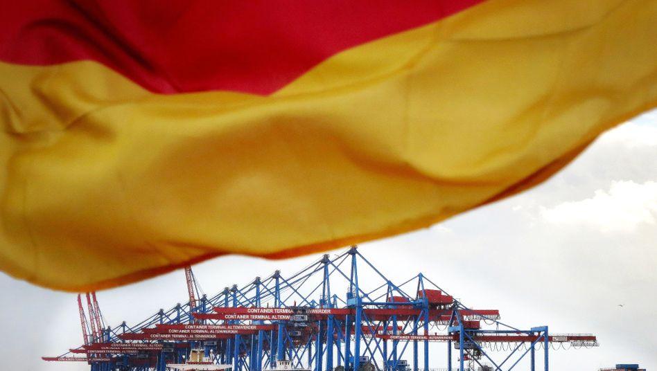 Hafen Hamburg: Die deutschen Exportüberschüsse sind weltweit führend. Sie könnten laut Ifo-Institut künftig noch zulegen - zum Missfallen von Kritikern der starken deutschen Exportausrichtung