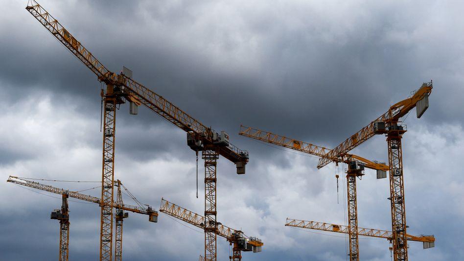 """Baustelle Deutschland: Ideen, wofür man investieren könnte, gibt es reichlich: klimaschonende Energie- und schnellere Datennetze, Straßen und Schienen, Bildung und Forschung. Doch wichtiger scheint die """"schwarze Null"""""""