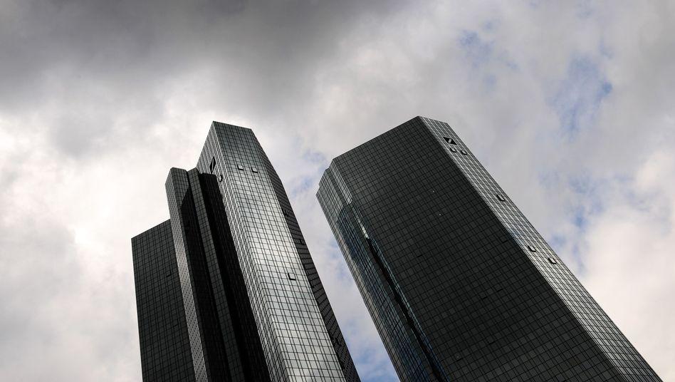 Deutsche Bank in Frankfurt: Das Institut steht wegen möglicher Bilanztricks unter Druck
