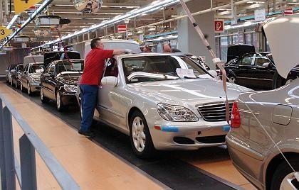 Mercedes-Produktion in Sindelfingen: Goldener Handschlag für ältere Abgänger