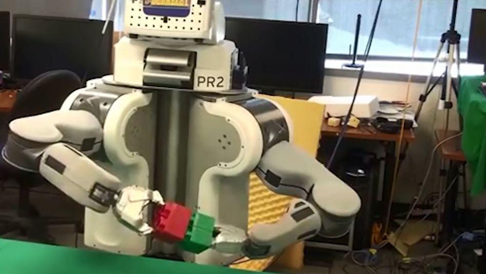 Erstmal mit Duplo-Klötzen spielen: Roboter Brett lernt wie ein Dreijähriger