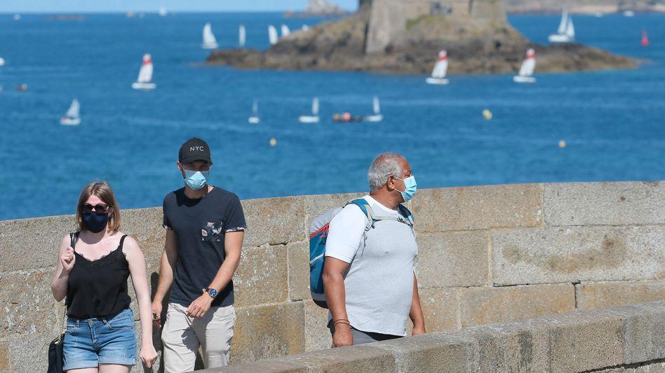 Einreisende aus Frankreich müssen ab Samstag in Großbritannien in eine zweiwöchige Quarantäne