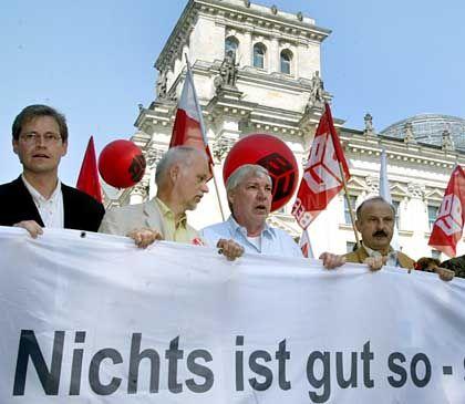 Gewerkschafter Sommer bei einer Demo in Berlin, Ende Mai 2004: Jetzt noch Entschärfung der Zumutbarkeitsregelung