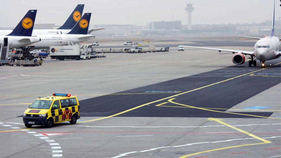 Flughafen Frankfurt am Main: Heimatbasis der Lufthansa mit Nachtflugverbot konfrontiert