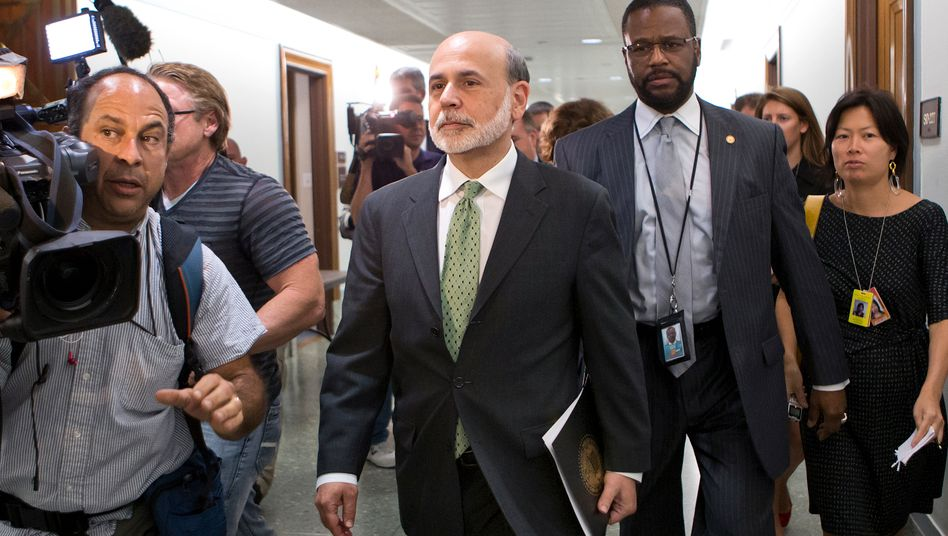 Ben Shalom Bernanke: Der Notenbankchef sieht eine Erholung auf dem Arbeitsmarkt, hält an der Niedrigzinspolitik jedoch fest